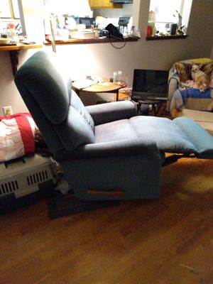 Lazy Boy Recliner chair for Sale in Fort Wayne, IN