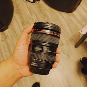 Canon 24-105mm EF lens for Sale in Elk Grove, CA