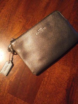 Coach silver wrist wallet. Perfect condition! Cartera coach. TRADE or cash. Intercambio o cash. for Sale in Phoenix, AZ
