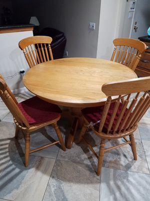 Kitchen breakfast table with 4 chairs for Sale in West Bloomfield Township, MI