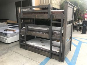 SOLID WOOD TRIPLE TWIN BUNK BED (MATTRESS INCLUDED) for Sale in Long Beach, CA