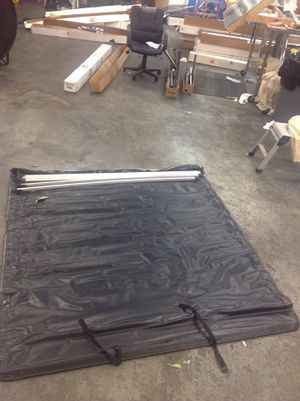 Tonneau Cover - fit a Toyota Tundra 2004 for Sale in Knoxville, TN