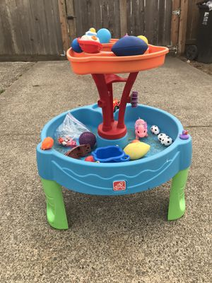 STED TWO TABLE WATER 💦 WITH TOYS for Sale in Tacoma, WA
