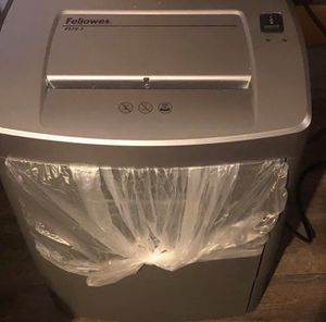 Fellowes Office Strip Cut Shredder for Sale in Lake Charles, LA