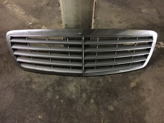 Mercedes E320/350/500 Grill Oem Fits Year 2003-2009. for Sale in Downey,  CA