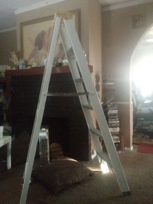 6 ft Fiberglass ladder for Sale in Cleveland, OH
