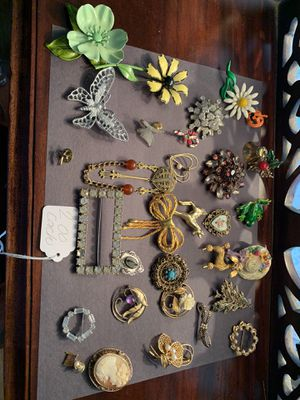 Assortment of pins for Sale in Stuarts Draft, VA