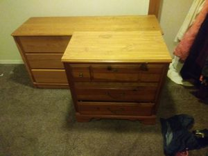3 drawer dresser for Sale in Pittsburgh, PA