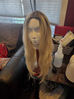 NWT, LONG BLONDE SYNTHETIC OPEN CAP WIG for Sale in Norwalk, CA