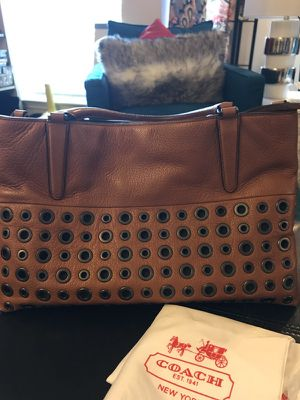 Coach Borough Gromet-32339 Leather Shoulder Bag for Sale in Cleveland, OH