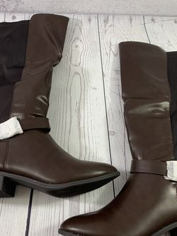 Boots New size 9 1/2 brown New for Sale in Federal Way,  WA