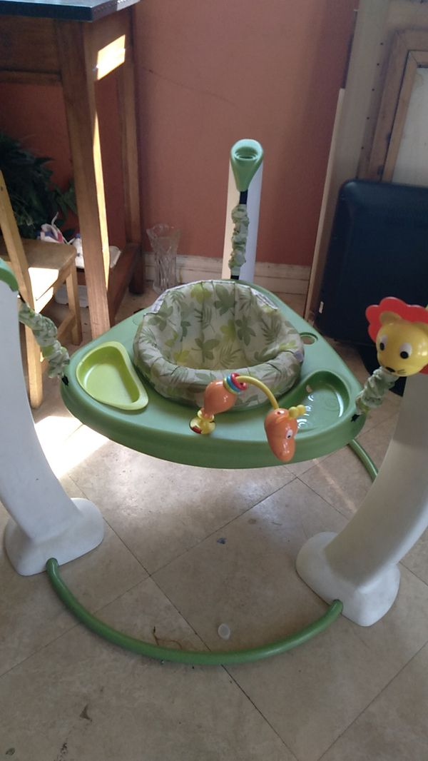 Free Baby bouncer good condition a little bit dirty but it's good