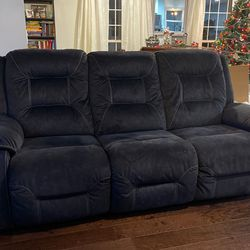 Ashley Furniture Waldheim - Gray Power With USB Ports Recliner Sofa With Adjusted Headrest for Sale in Murfreesboro,  TN