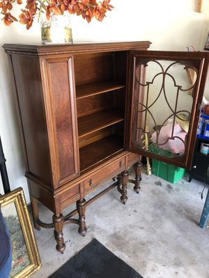 Antique Mahogany China Cabinet on WHEELS!!! for Sale in Powell, OH