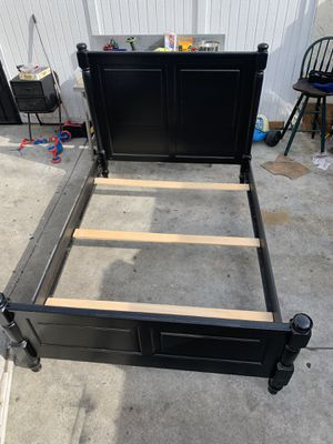 Queen size bed frame for Sale in Los Angeles, CA