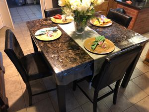 Kitchen table for Sale in Dinuba, CA