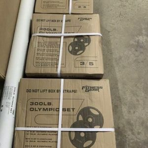 300 Lb Olympic Weight Set for Sale in Long Beach, CA