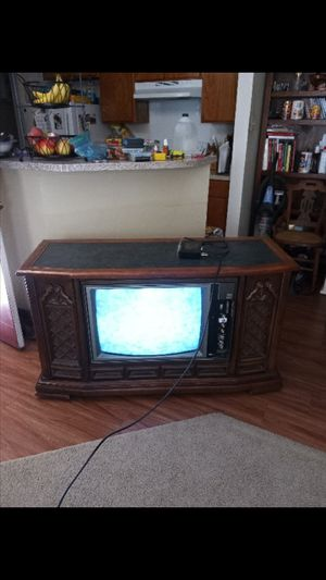 Working 1973 RCA T.V. Measurements 52.5 in L, 20.5 in W, 30in H. Can be a great decor or TV stand. for Sale in Mesquite, TX