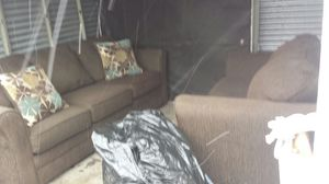 Very nice sofa and loveseat living room set. Slightly used. for Sale in Columbus, OH