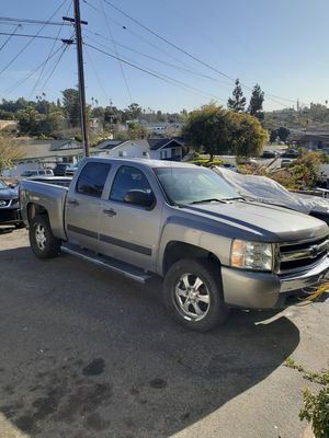 Silverado chevy 4x4 v8 for Sale in Vista, CA
