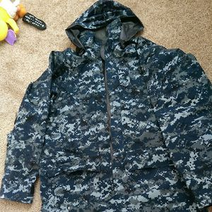 AUTHENTIC US NAVY PARKA for Sale in Philadelphia, PA
