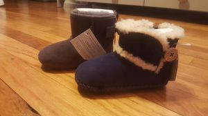 Uggs Toddler New 4/5 for Sale in Bronx, NY