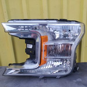 F-150 2018 2019 2020 DRIVER SIDE HEADLIGHT for Sale in Los Angeles, CA