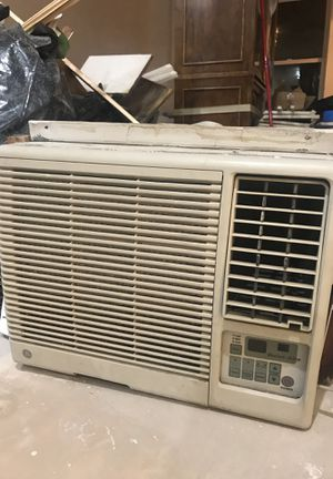 GE Quiet air window air conditioner. Runs great, no issues! for Sale in Chicago, IL