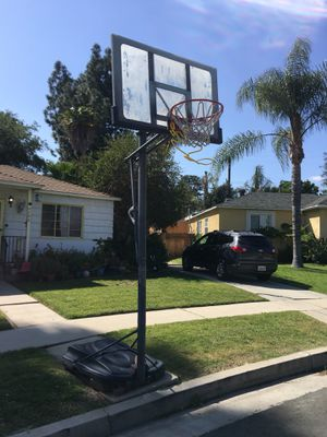 Lifetime Portable and adjustable Basketball Hoop for Sale in Los Angeles, CA