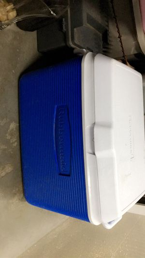 Cooler ( large & Deep) Rubbermaid for Sale in Plainfield, IL