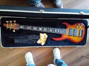 Carvin LB76 Bass Guitar 6 string for Sale in Payson, AZ