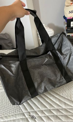 New gray & black duffle bag for Sale in Miami, FL