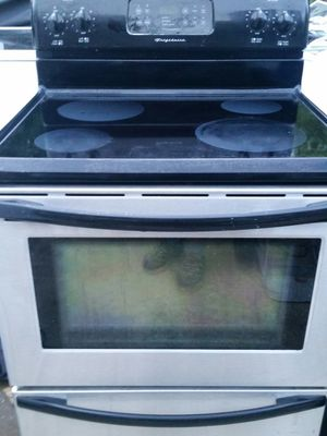 Stainless electric stove 3 months warranty for Sale in Alexandria, VA