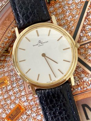 SOLID GOLD 14k. BAUME & MERCIER. Swiss made quartz movement watch. Sapphire crystal and water resistant. 33mm. Classic unisex watch. for Sale in Coral Gables, FL