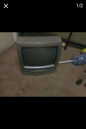 Small fat tv that comes with a ( BUILT ) in DVD player for Sale in Albuquerque, NM