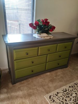 VAUGHAN DRESSER for Sale in Fairfax, VA