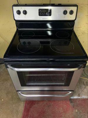 fridgidaire glasstop electric stove for Sale in Seguin, TX