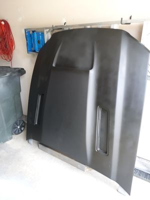 Ram air hood with heat extractor vents for 2005-2014 mustang for Sale in Saint Robert, MO