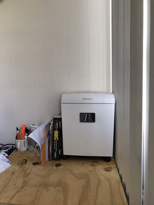 Embassy 12 sheet micro cut paper and C.card Shredder LM121Pi white top for Sale in Fort Lauderdale, FL