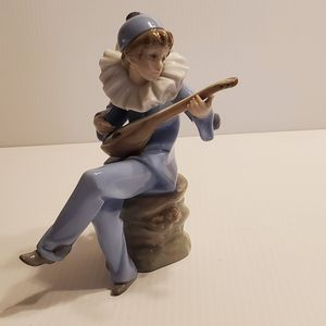 Vintage 1988 NAO by Lladro Figurine DAISA Harlequin with Lute/Mandolin Jester/Clown/ Boy. for Sale in Campbell, CA