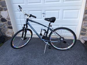 Giant Cypress DX bike w/ LED Lights and Kryptonite Lock for Sale in Frederick, MD