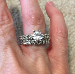 New CZ 2.5 Kt Wedding Ring Size 7 for Sale in Inverness, IL