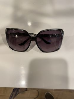 Gucci sunglasses... originally $340...includes beautiful green case. One of a kind! for Sale in Normandy Park,  WA