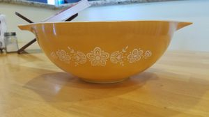 Pyrex Butterfly Gold Tabbed Cinderella Bowl for Sale in Anaheim, CA