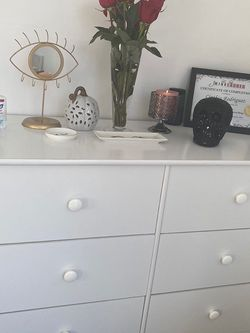 White 6 drawer dresser for Sale in Los Angeles,  CA