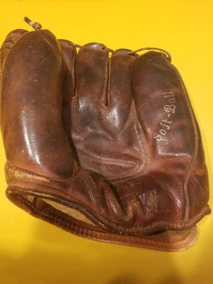 Vintage Spalding Softball Glove Model 1183 for Sale in South Setauket, NY