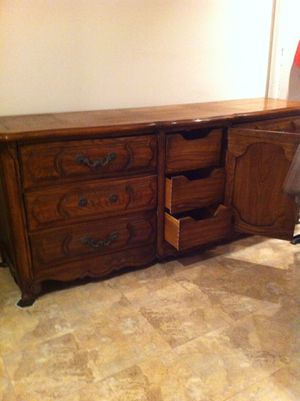 Thomasville Grand 9 drawers dresser for Sale in Burnsville, NC