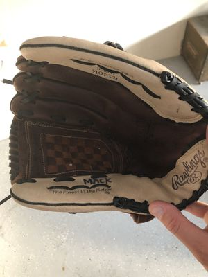 baseball glove for Sale in San Antonio, FL