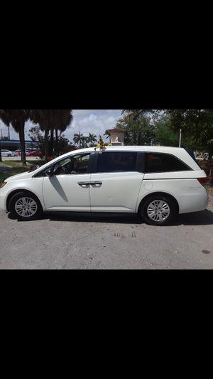 2014 Honda Odyssey MiniVan White for Sale in Miami Springs, FL