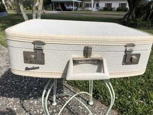 Vintage Fam Line White Suitcase W / Original Keys for Sale in Punta Gorda, FL